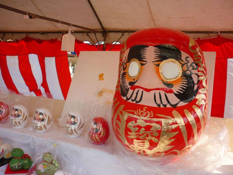 2月11日開催!来場者15万人「白河だるま市」鶴亀松竹梅の絵柄で開運