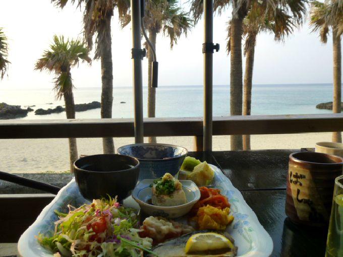 海を見ながらお食事を!