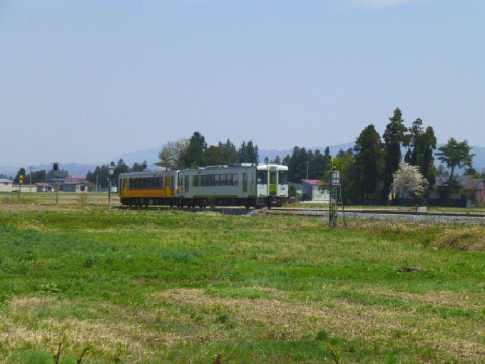 自然の風景とローカル線のコラボ