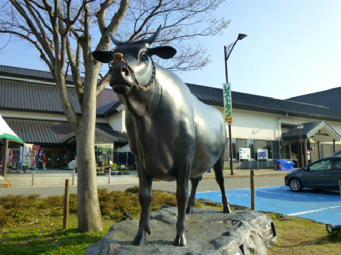 牛がシンボル「道の駅いいで」
