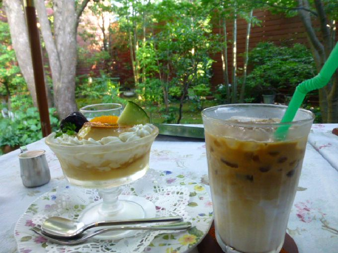 コーヒーとスイーツと自然のコラボ