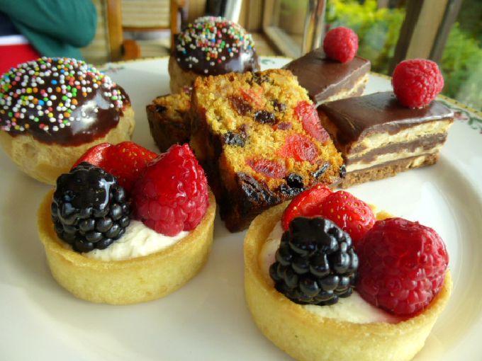ピーターシャムホテルのアフタヌーンティー ケーキが豪華!