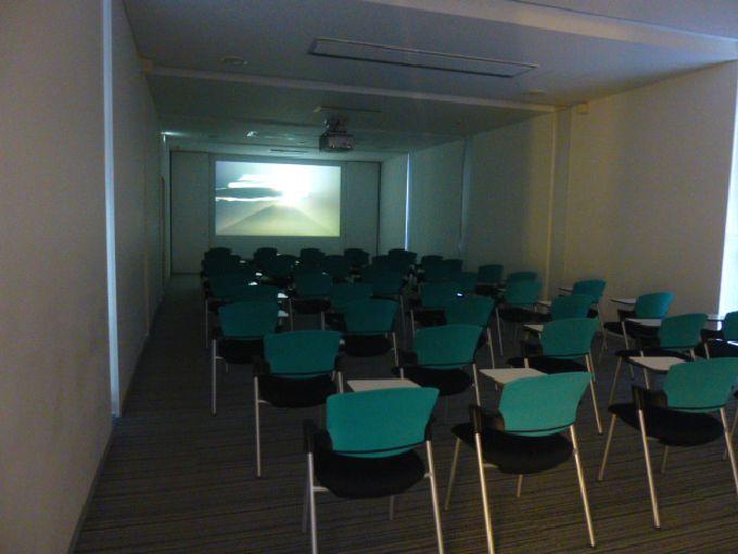 150インチの大型スクリーンでハイビジョン富士山映像を