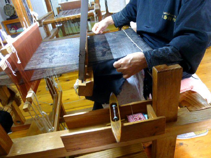 大島紬の「機織り(はたおり)」
