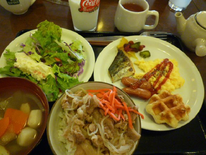 朝食ビュッフェの牛丼が人気!