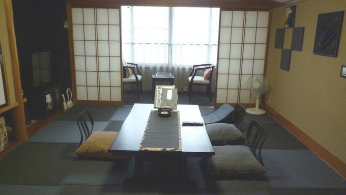 「旅の宿 丸京」の黒い「炭ルーム」とは