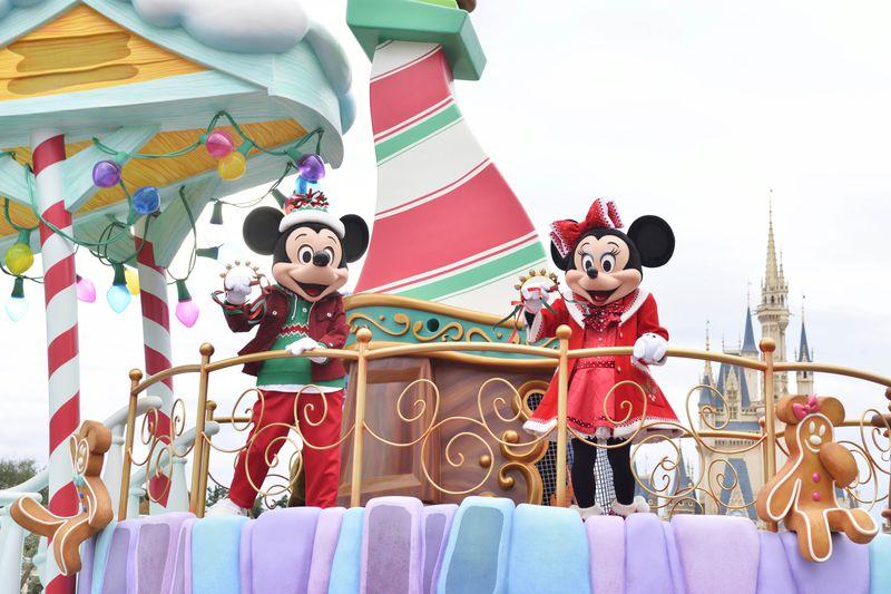東京ディズニーランド「クリスマス・ファンタジー」絵本から飛び出した仲間たちと盛り上がろう!