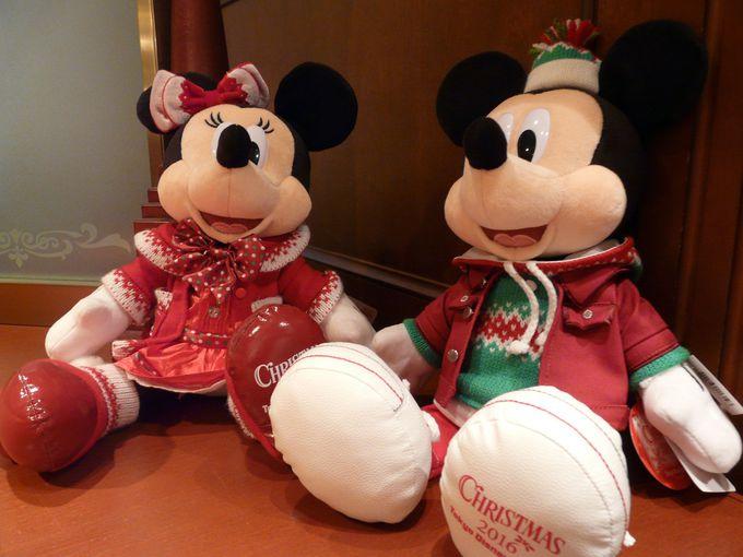 クリスマスコスチュームのミッキーマウス・ミニーマウス