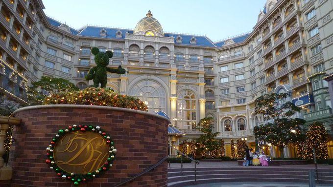 ミッキーマウスと仲間たちのトピアリーがお出迎え「東京ディズニーランドホテル」