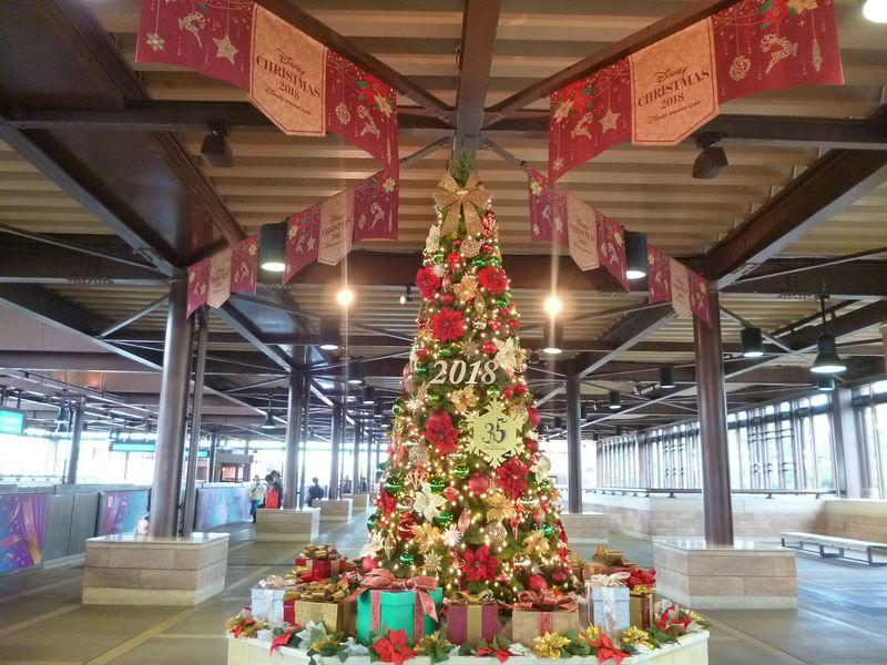「ディズニー・クリスマス・ライナー」で移動中もクリスマス気分!東京ディズニーリゾート