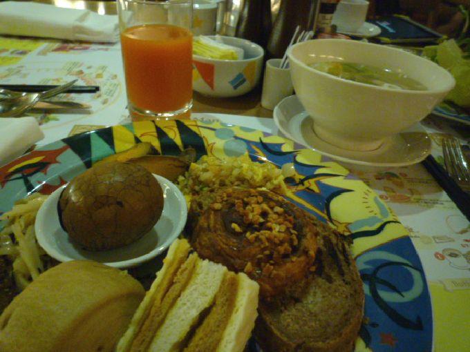 10階の朝食もgood「シャングリ・ラ ファーイースタンプラザ ホテル 台南」