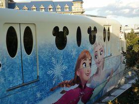 アナ雪号で出発だ!ディズニーリゾートライン「アナとエルサのスノークリスタル・ライナー」