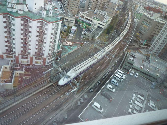 窓の外に鉄道が見える「トレインビュールーム」