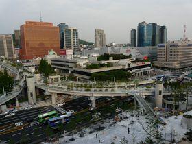 ソウルの新名所を空中散歩「ソウル路(ソウルロ)7017」人にやさしい遊歩道が完成