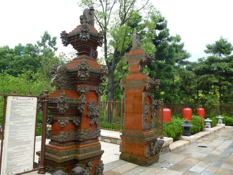 ガーデンウォーキングはアジアがテーマの「ハティ・ジュニア・ガーデン」から