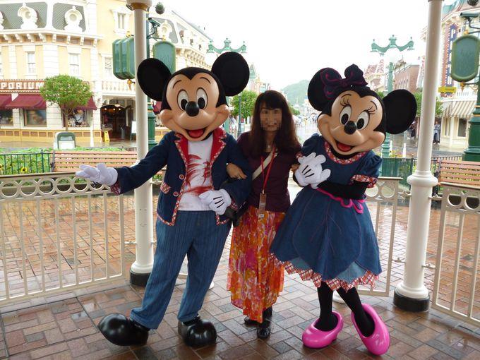 ミッキーマウスとミニーマウスと一緒に夢の3ショット!