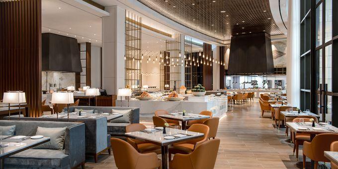 豊富なレストランで、世界各国のグルメを