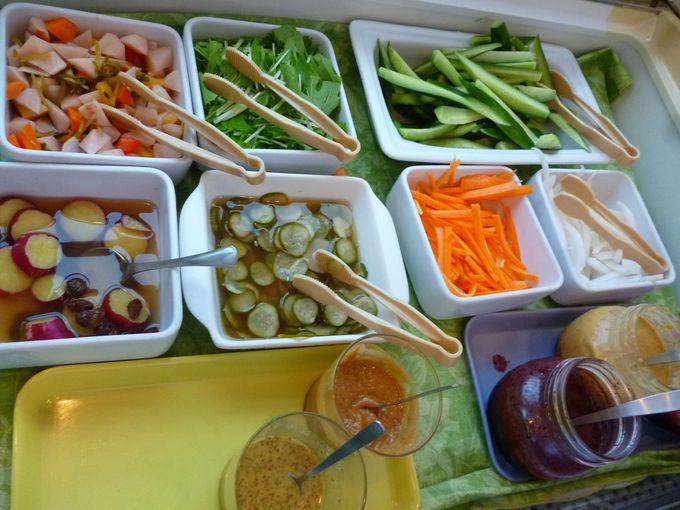 新鮮野菜と特製ドレッシングのサラダブッフェ