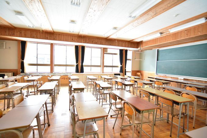 木造の温もりがある綺麗な校舎で遊びつくそう!