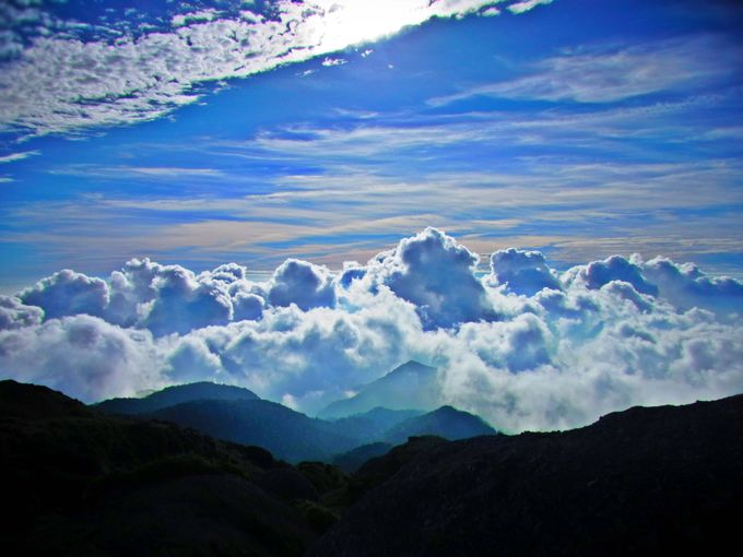 永田岳山頂は言葉を失う絶景!