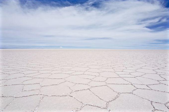 一面の塩の結晶は雨季でも見られる!