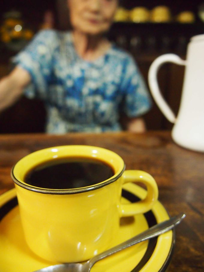 美味しいコーヒーとハイカラな店主との会話「喫茶 信濃路」
