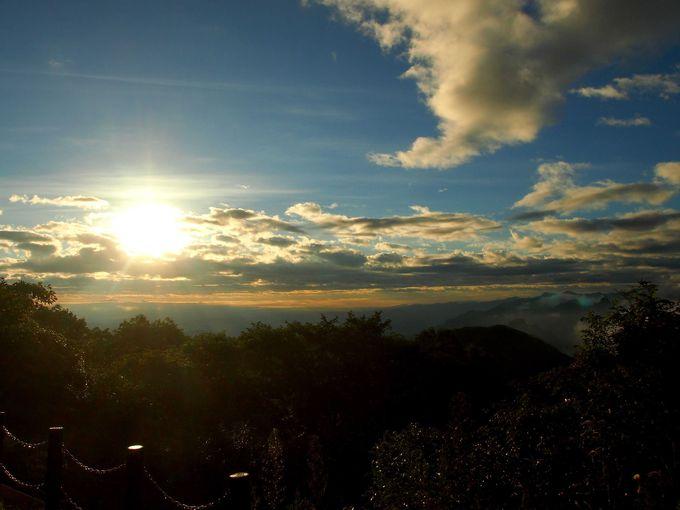 サンセットポイントの見晴台から見る夜明けもキレイに決まってる