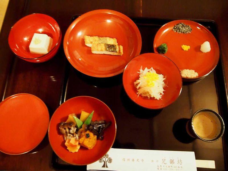 ため息の出るような美しい精進料理 〜長野・善光寺の宿坊「兄部坊(このこんぼう)」