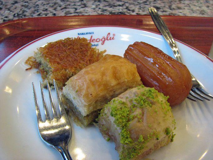 まずはこれ!トルコを代表するお菓子「バクラヴァ」!