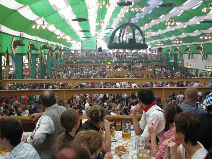 8.ビール好きの聖地!ドイツ「オクトーバーフェスト」