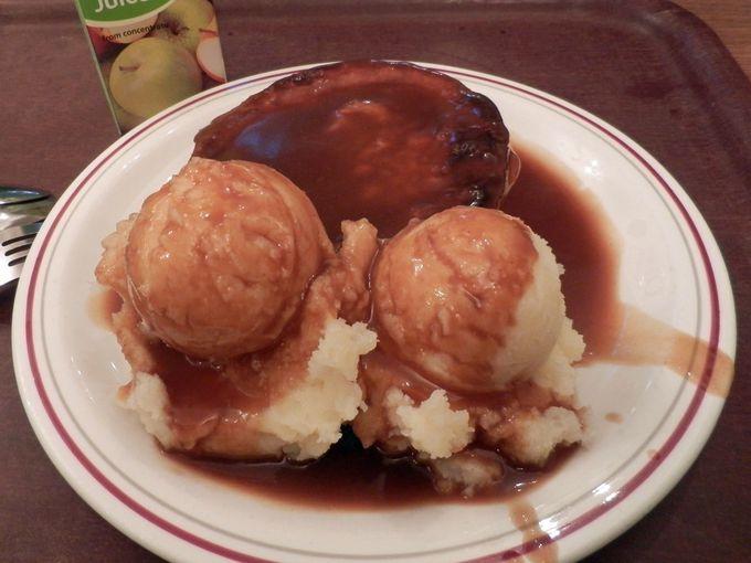 ベッカム氏も大好きな伝統料理、パイ・アンド・マッシュ!