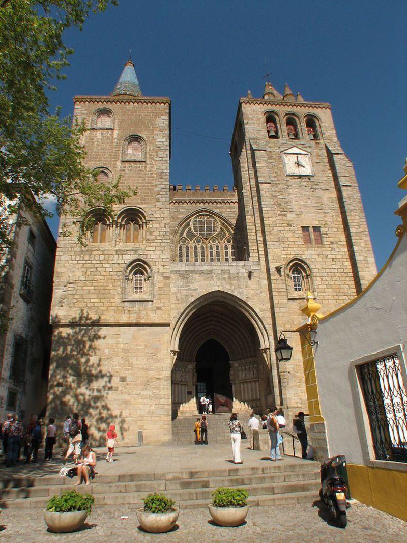 世界遺産の街・エヴォラに建つ、ゴシック様式の美しい大聖堂!