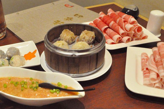 きのこ以外も充実!豚ロースとラム肉が食べ放題だから、肉食派も満足!