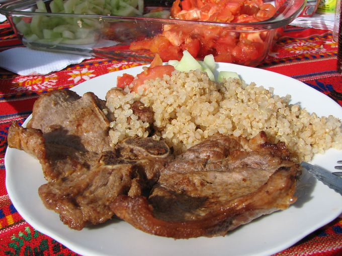 インカワシ島での昼食は、リャマ料理がおすすめ!