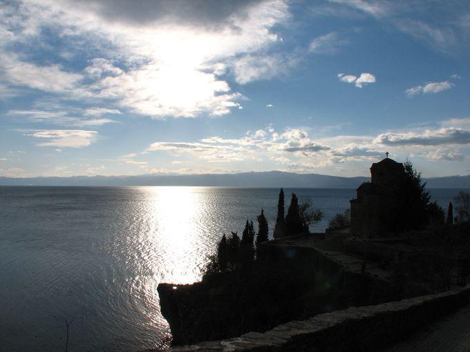 キラキラと輝く、ヨーロッパ最古の美しい湖・オフリド湖!