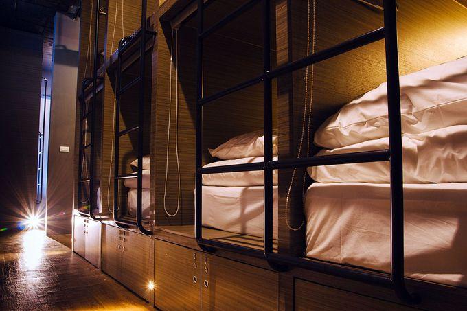 男女別ドミトリーもあり。清潔で快適な羽毛布団で安眠できる!