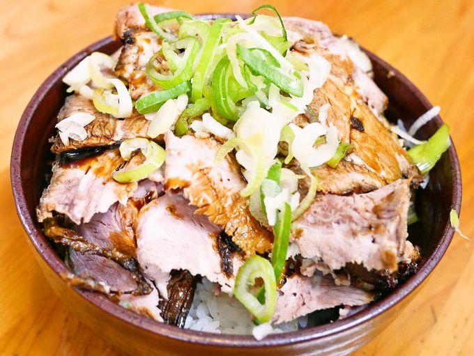 皿台湾より人気!?人生餃子の自家製チャーシューは必食。