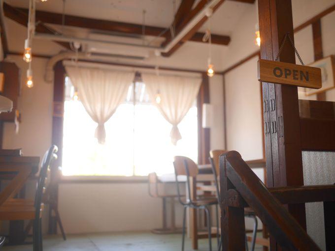 2階はカフェとギャラリー。鳥取名物の「いただき」ランチも。