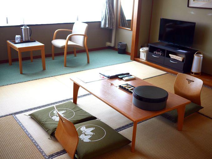 和室にお茶菓子。全客室から大山が眺められる眺望!