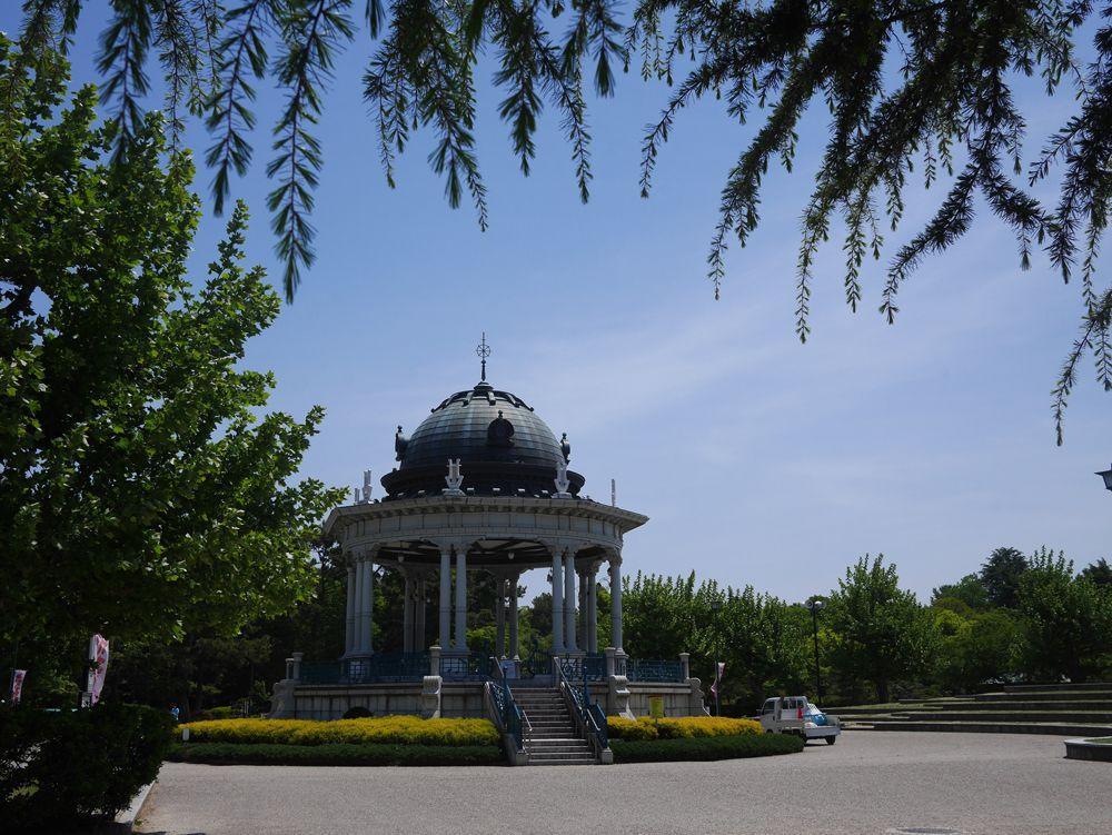 噴水塔と奏楽堂。鶴舞公園にある、美しい歴史的建造物