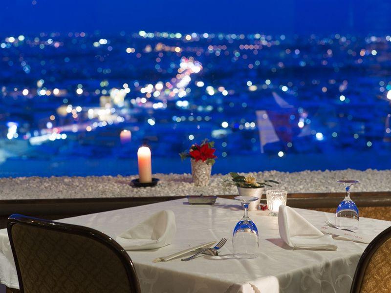 最上階のレストラン「LUMINE」は、最高の夜景スポット