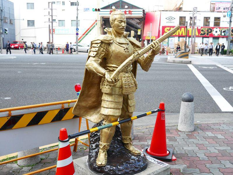 名古屋には、武将に会える交差点がある。信長、家康、秀吉、あと一人は…!?