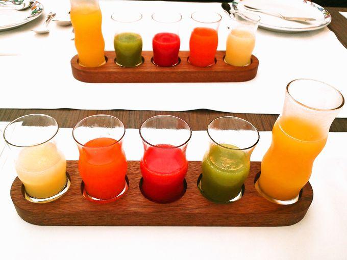 カラフルな5種類のジュース!ビタミン補給で身体が目覚める