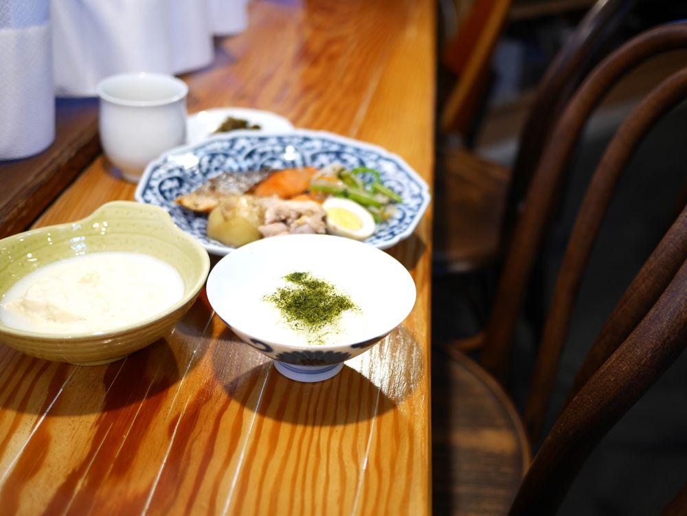 朝食は、嬉野茶と手作りのおかずでほっこり