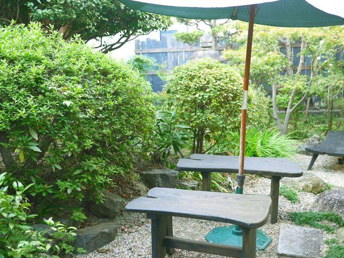 庭を眺めながらひとやすみ。気候が良ければ屋外テラスも