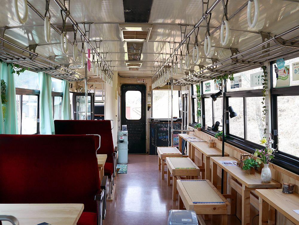 かわいくて楽しい!食後は森の列車カフェへ