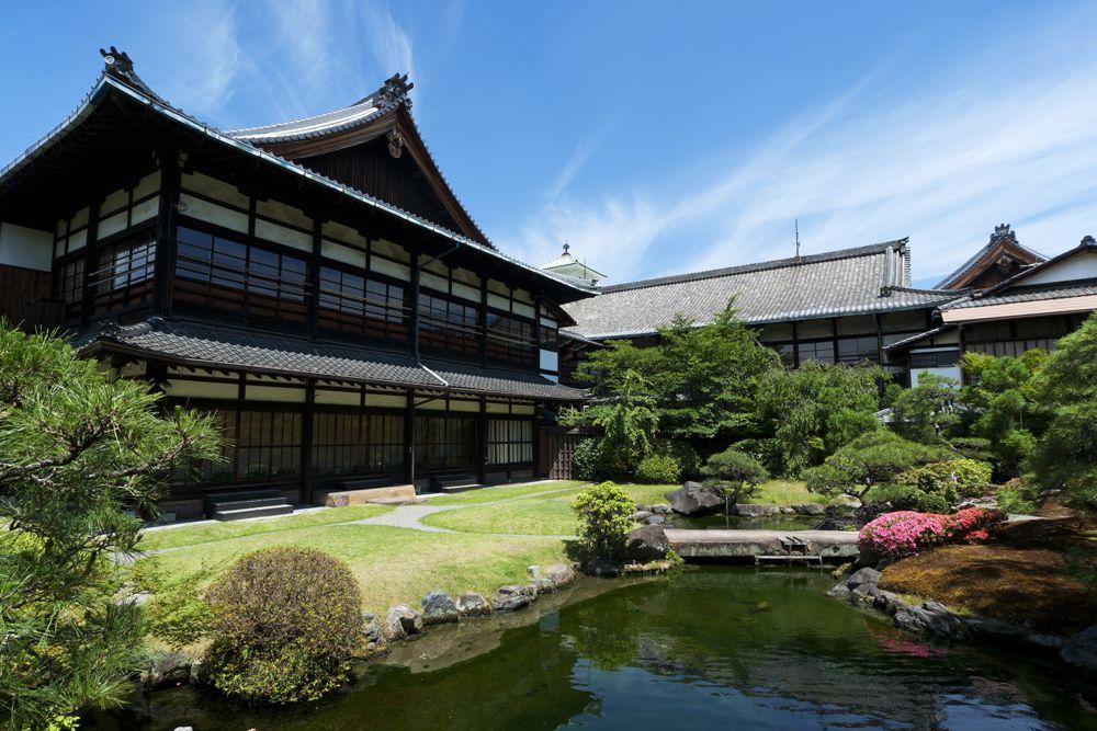 着物で訪れたくなる!?四季折々の純日本庭園