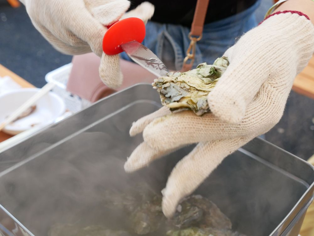 これが名物!牡蠣のガンガン焼き