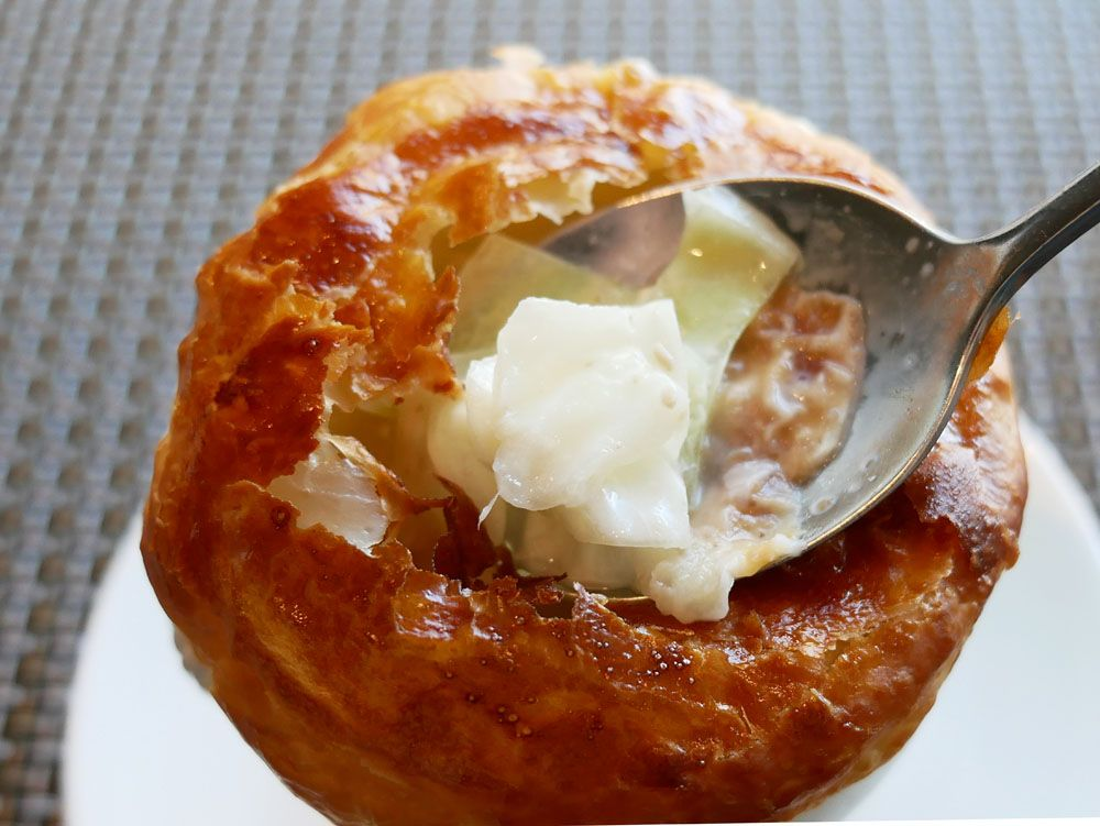シェフズライブキッチン名物のパイ包みスープ