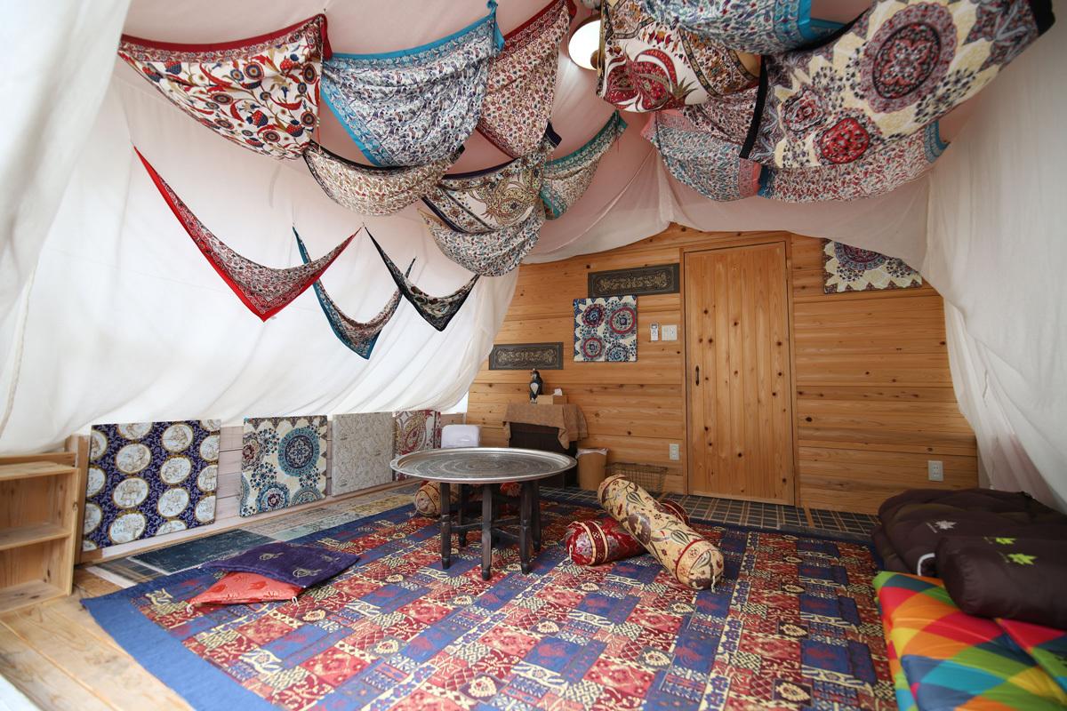 グランピングや茶室での宿泊も